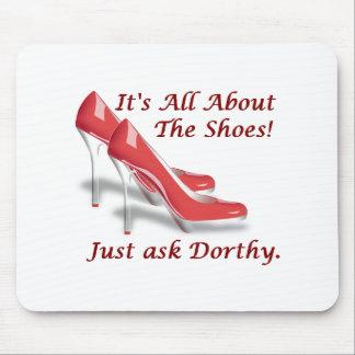 Está todo sobre los zapatos alfombrillas de ratones