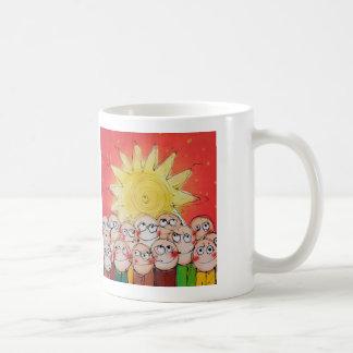 ¡está viniendo del sol central! taza de café