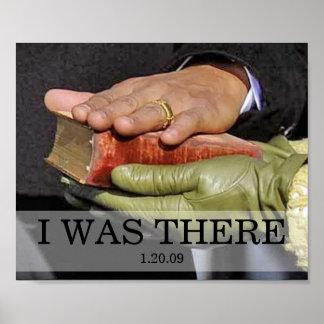 ESTABA ALLÍ: Presidente Obama Hand en la biblia de Póster