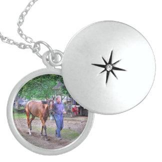 """Establos """"asilo de Saratoga del caballo """" Medallones"""