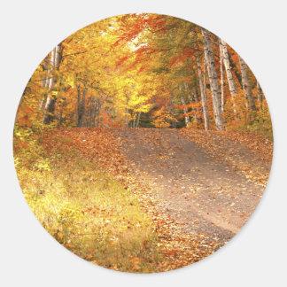 Estación de follaje de otoño máxima en el U.P. Etiquetas Redondas