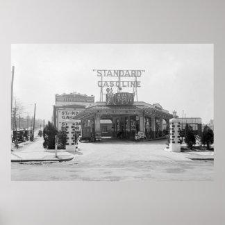 estación de servicio de los años 20 posters