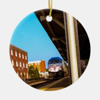 Estación de tren adorno navideño redondo de cerámica