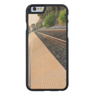 Estación de tren de Ventura Funda De iPhone 6 Carved® Slim De Arce