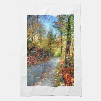 Estación del destino del bosque de la naturaleza d toalla de mano