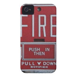 Estación divertida del tirón del fuego de la Case-Mate iPhone 4 funda