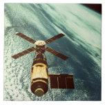 Estación espacial de Skylab en espacio Azulejo Cuadrado Grande