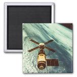 Estación espacial de Skylab en espacio Imán Cuadrado