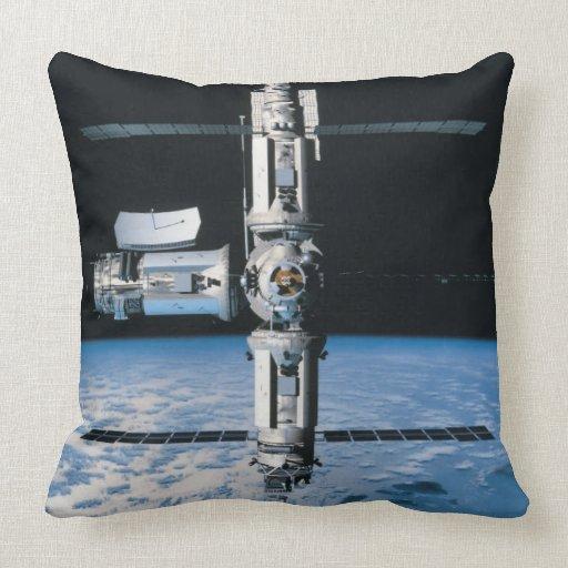 Estación espacial en la órbita 7 cojin