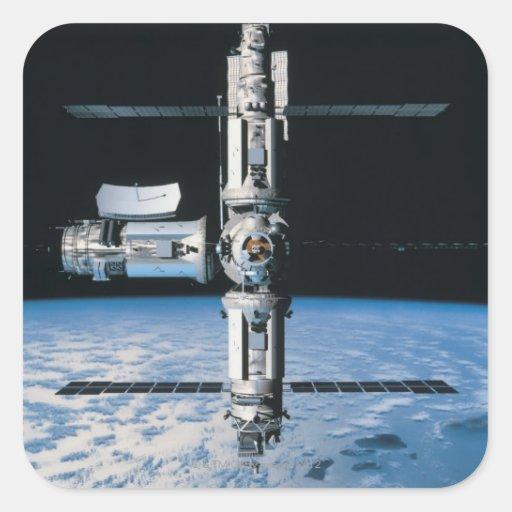 Estación espacial en la órbita 7 calcomanía cuadradas personalizada