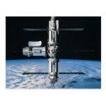 Estación espacial en la órbita 7 postal