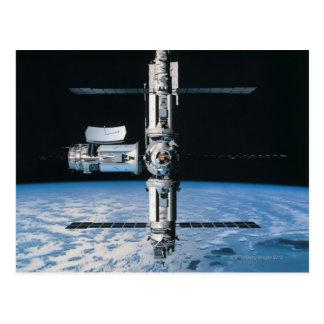Estación espacial en la órbita 7 tarjeta postal