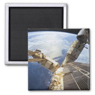 Estación espacial en la órbita 8 imán cuadrado