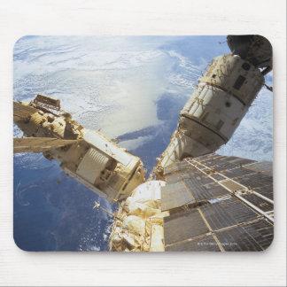 Estación espacial en la órbita 8 tapetes de ratón