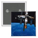 Estación espacial en órbita pin cuadrado