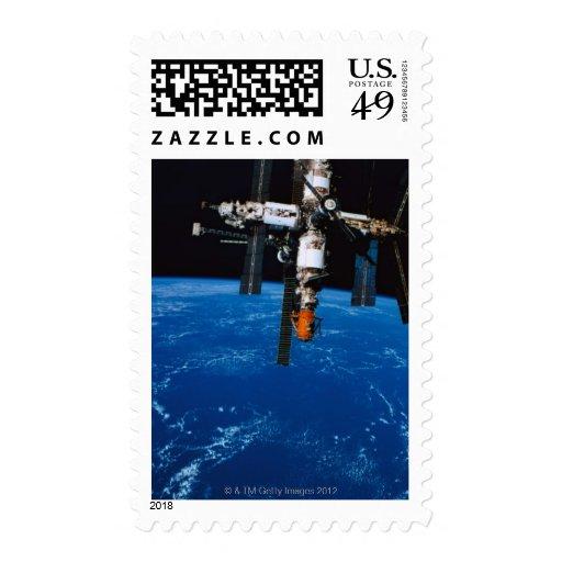 Estación espacial en órbita sellos