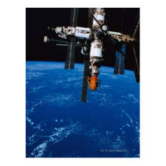 Estación espacial en órbita postal