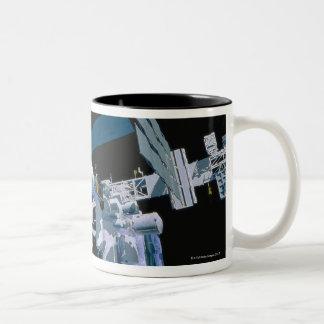 Estación espacial internacional 3 taza de dos tonos