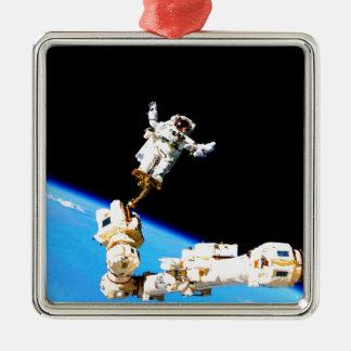 estación espacial internacional del astronauta del adorno cuadrado plateado