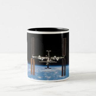 Estación espacial internacional -- Visto de la Taza De Dos Tonos