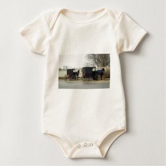 """""""Estacionamiento con errores """" de Amish Traje De Bebé"""