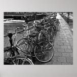 Estacionamiento de la bici -- Amsterdam en noviemb Poster