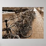 Estacionamiento de la bici -- SEPIA de Amsterdam e Poster