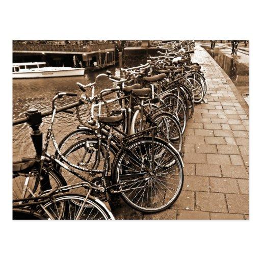 Estacionamiento de la bici -- SEPIA de Amsterdam e Postal