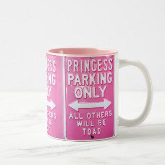 Estacionamiento de la princesa taza dos tonos