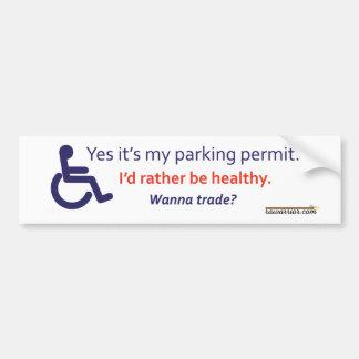 Estacionamiento de la silla de ruedas con pegatina para auto