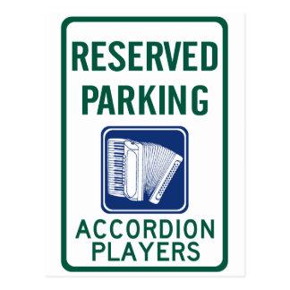 Estacionamiento del jugador del acordeón postal