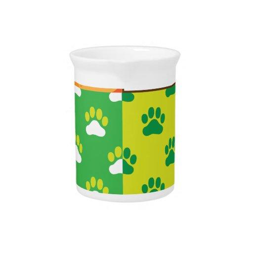 Estaciones de la pata del perro jarras para bebida