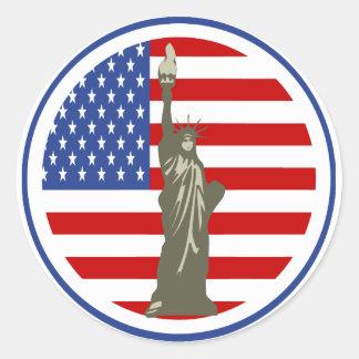 Estado de la libertad en bandera de los E.E.U.U. Etiqueta Redonda