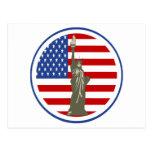 Estado de la libertad en bandera de los E.E.U.U. Tarjetas Postales