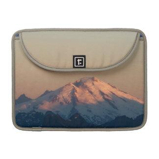 Estado de Washington, cascadas del norte. Panadero Fundas Para Macbook Pro
