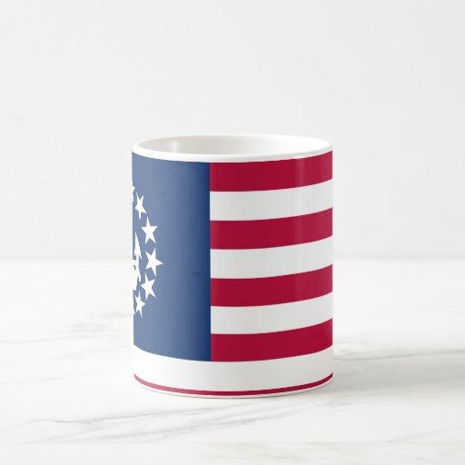 Estados Unidos navegan la bandera Taza