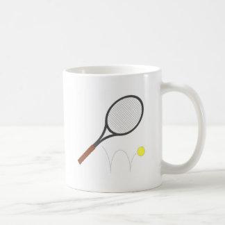 Estafa y bola de tenis taza de café