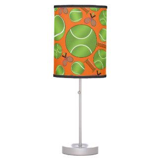 Estafas y redes anaranjadas de las pelotas de teni lámpara de escritorio