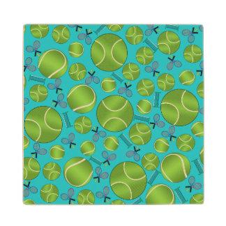 Estafas y redes de las pelotas de tenis de la