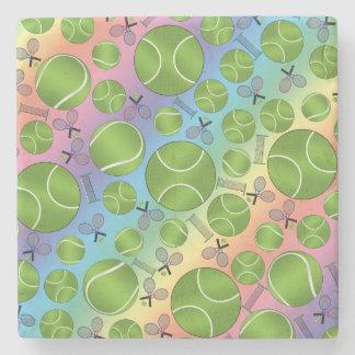 Estafas y redes de las pelotas de tenis del arco posavasos de piedra