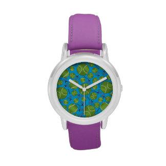 Estafas y redes de las pelotas de tenis del azul relojes de pulsera