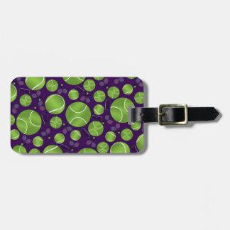 Estafas y redes púrpuras de las pelotas de tenis etiquetas bolsas