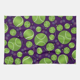 Estafas y redes púrpuras de las pelotas de tenis toallas de mano