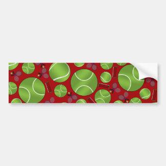 Estafas y redes rojas de las pelotas de tenis etiqueta de parachoque
