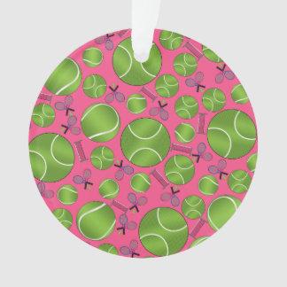 Estafas y redes rosadas de las pelotas de tenis