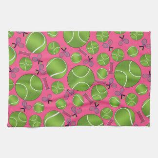 Estafas y redes rosadas de las pelotas de tenis toallas de mano
