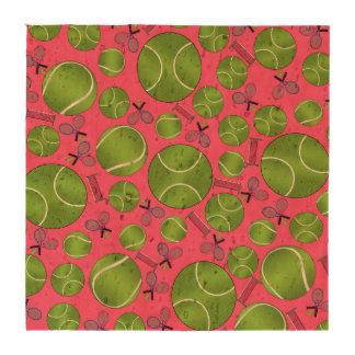 Estafas y redes rosadas de las pelotas de tenis posavasos