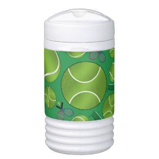Estafas y redes verdes de las pelotas de tenis enfriador de bebida igloo