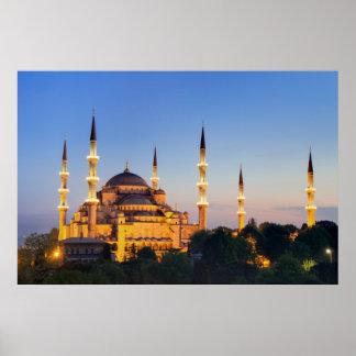 Estambul - mezquita azul en el poster crepuscular