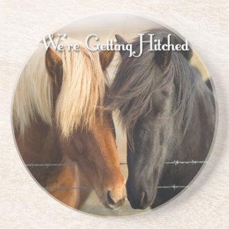 Estamos consiguiendo enganchados (dos caballos) posavasos diseño